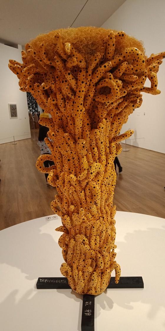 Dalam periode ini, Kusama kembali menekuni motif khasnya berupa polkadot, bunga dan labu